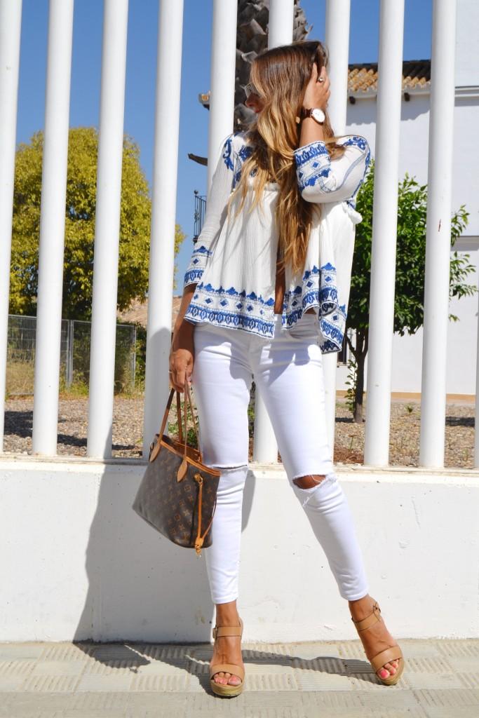 chaqueta bordada sheinside en blanco y azul