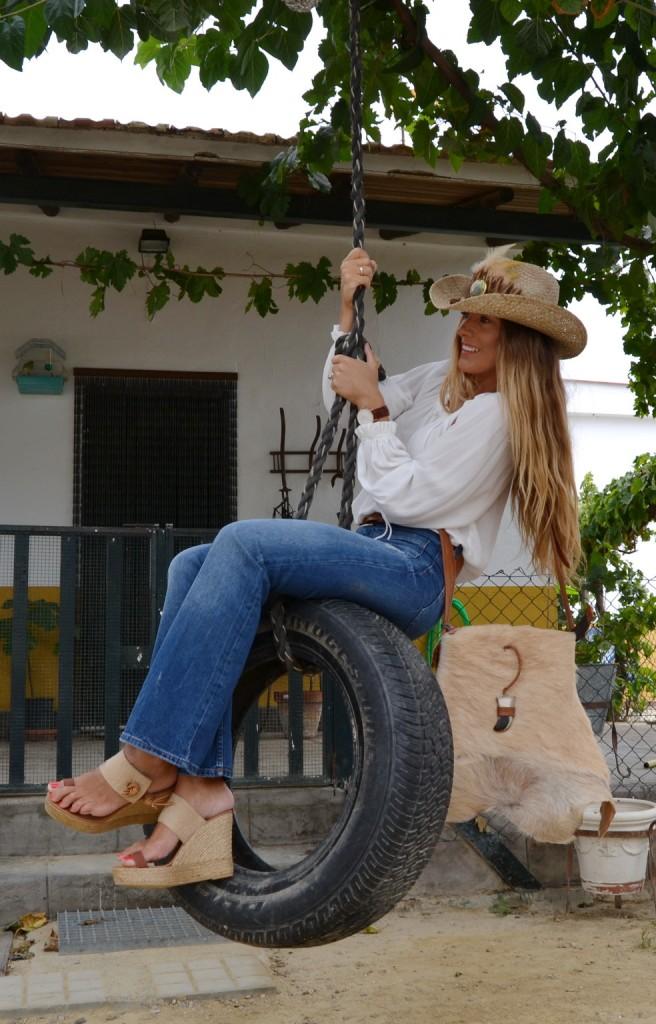 Sombrero cowboy de paja, de ala ancha con plumas