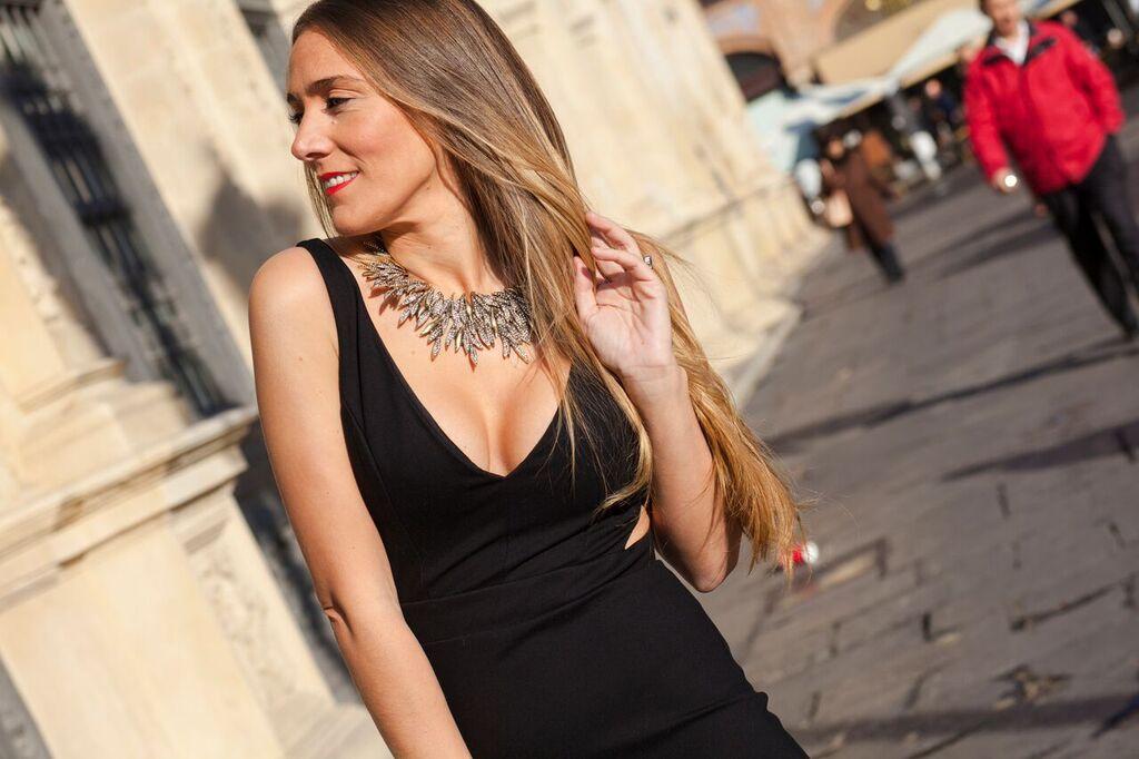 Vestido negro para una fiesta de dia
