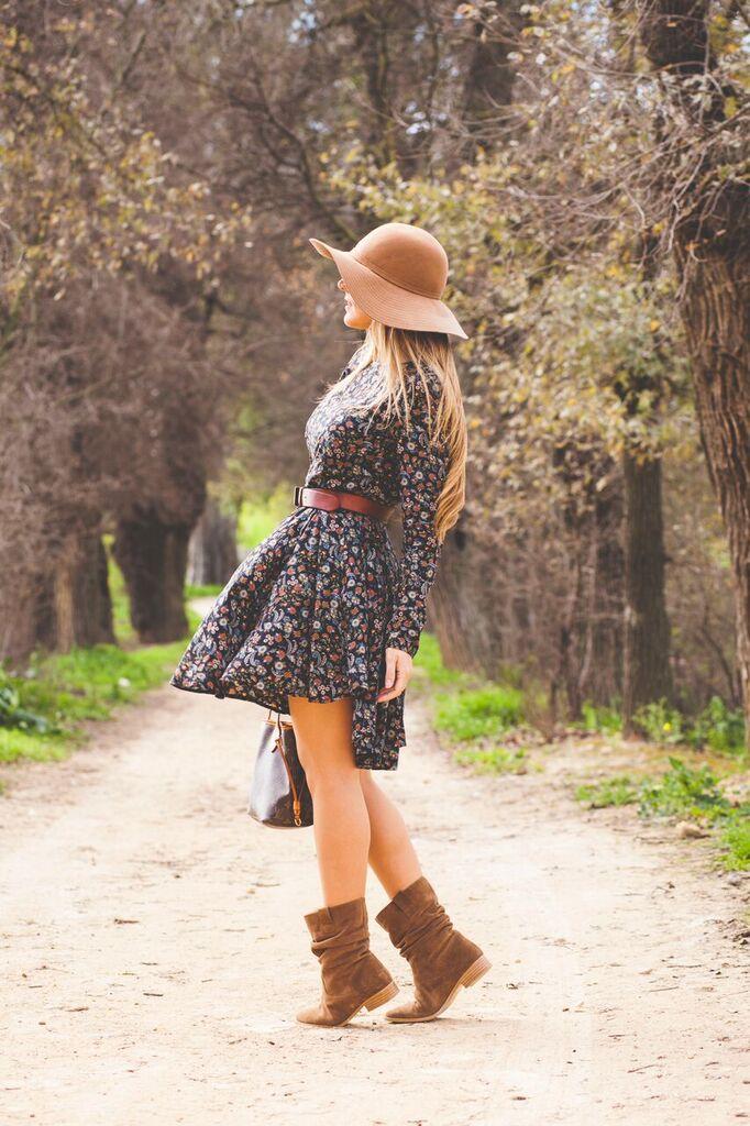 vestido de flores de Bella Spinella
