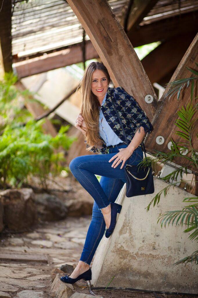 Look casual, con blusa Azul Serenity