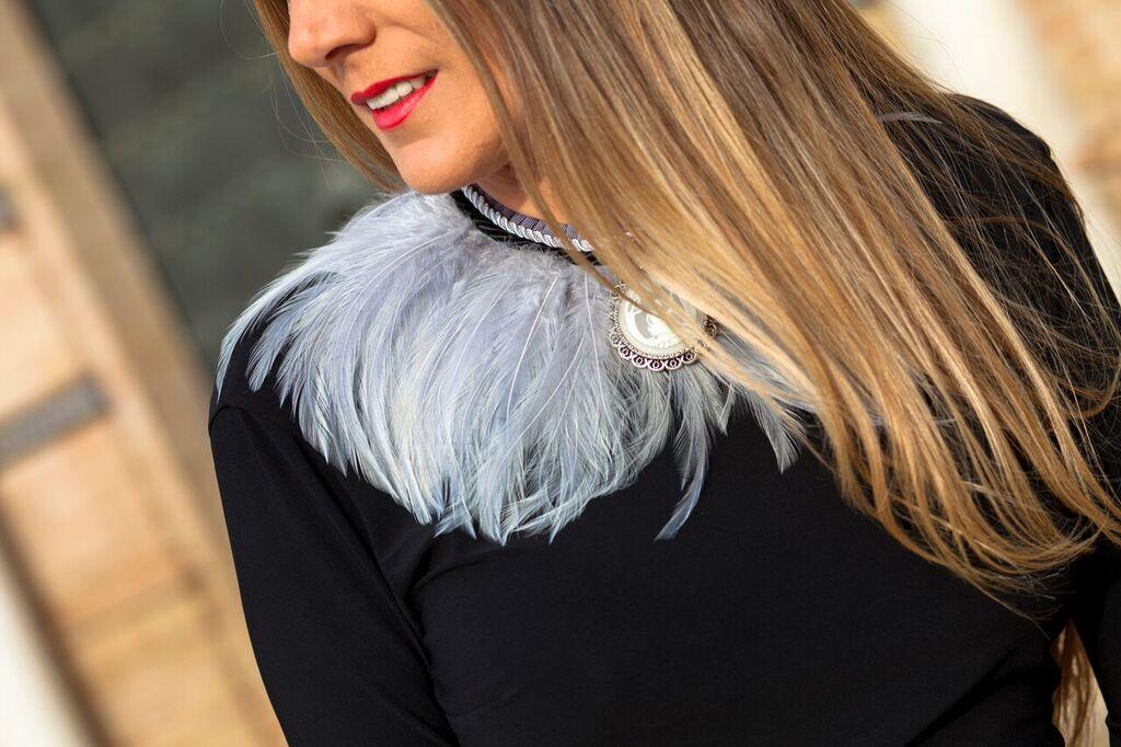 maxi collar de plumas