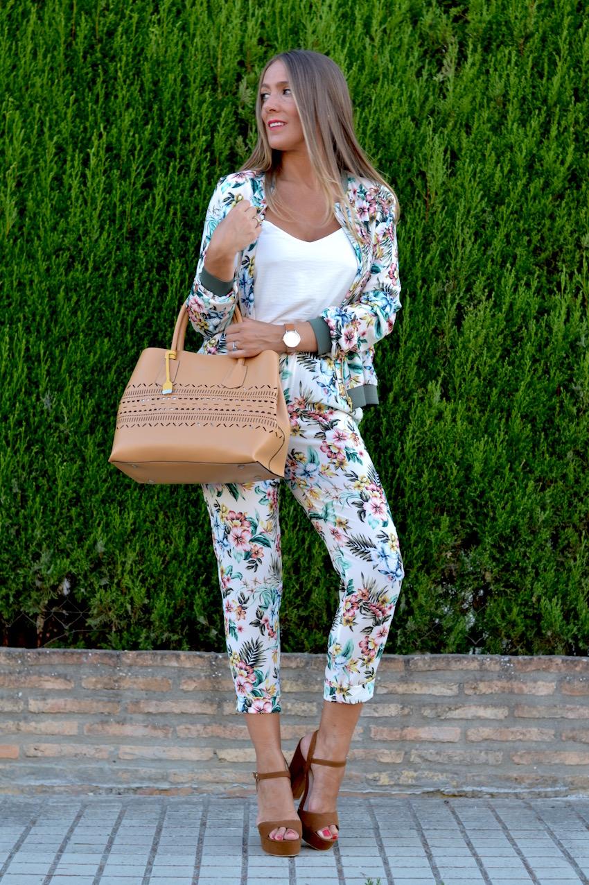 pantalón de largo capry con print floral
