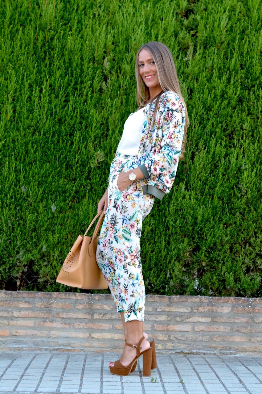 Look total con print floral para el otoño