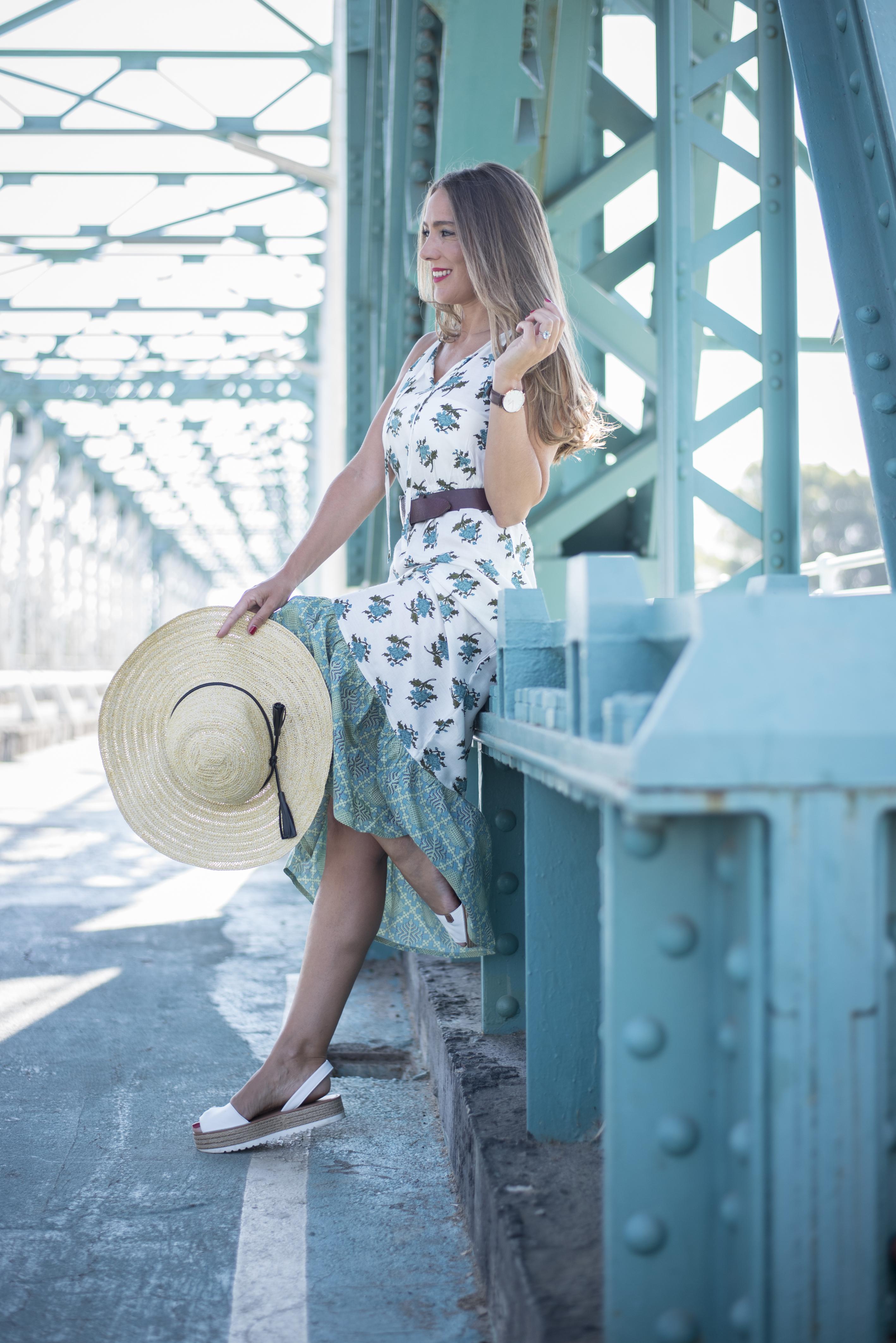 Vestido con estampado floral de Ania Moda